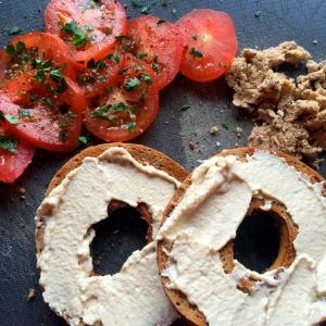 Tomato & Houmous Bagel