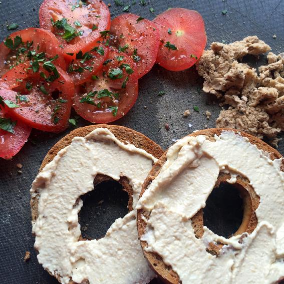 HOUMOUS WEEK: Tomato & Houmous Bagel