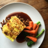 Shepherd's pie with turmeric mash