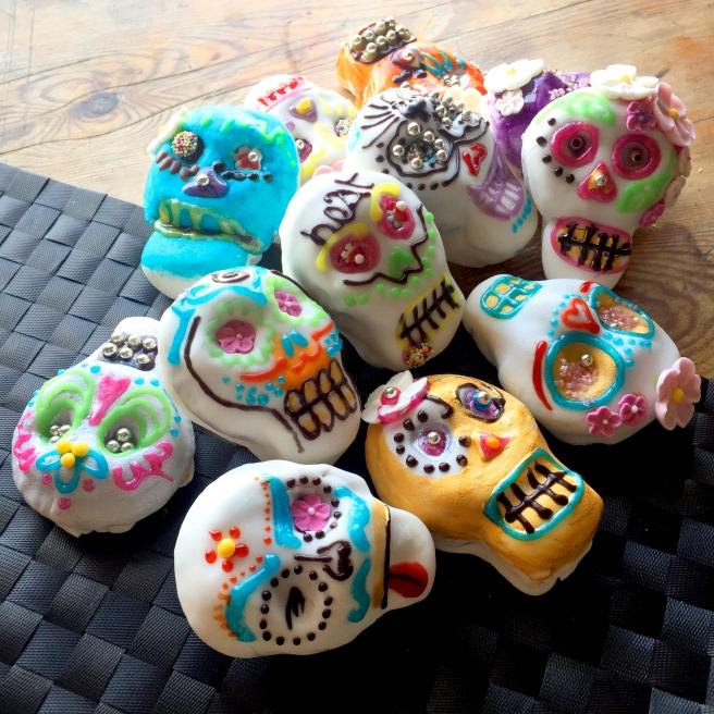HEAT COOKS THE BOOKS: Halloweed Sugar Skull Cupcakes