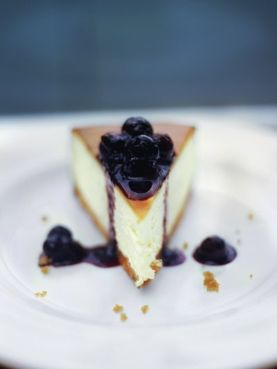 Jamie Olivers New York vanilla cheesecake with blueberries