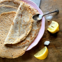 Wholemeal crepês with lemon & sugar