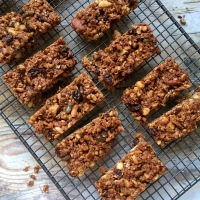Salted chocolate granola bars