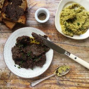 Black & green olive tapenape