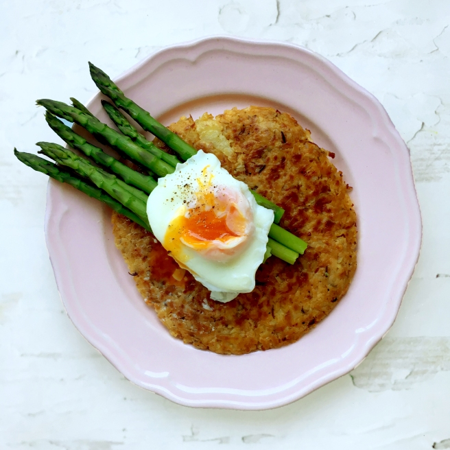 Smoked paprika rosti with asparagus