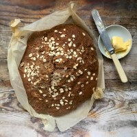 Treacle soda bread